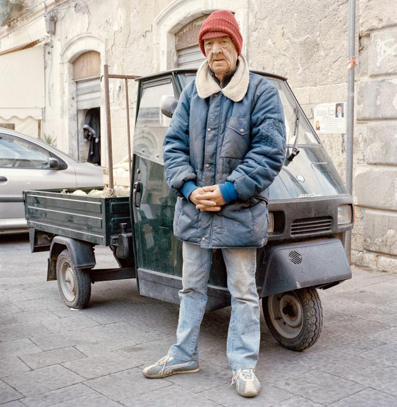 Piaggio Ape 50 - Salvatore Fuggetta - Venditore ambulante di frutta e verdura